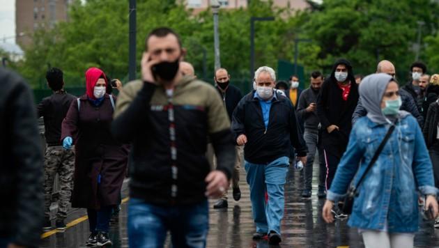In der Türkei endete am Montag ein weitgehendes Ausgehverbot, von dem 15 Städte betroffen waren. (Bild: AFP)