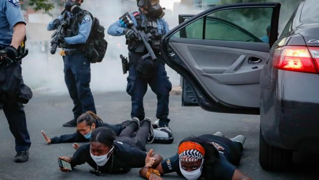 Während der Proteste in Minneapolis (Bild: AP)