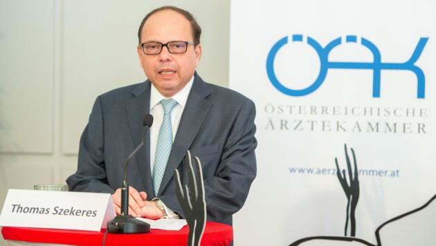 Ärztekammerpräsident Thomas Szekeres (Bild: ÖRK/Holly Thomas Kellner)