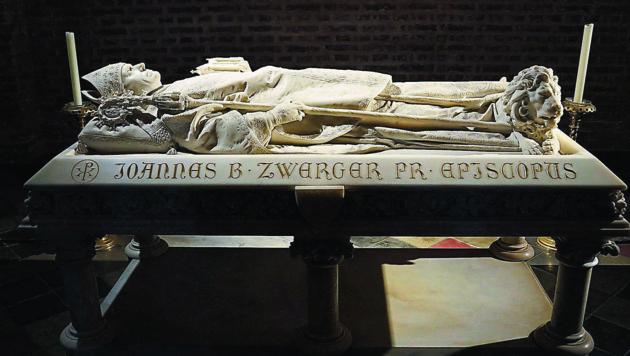Bischof Johann Baptist Zwerger ruht in einem Hochgrab aus weißem Marmor in der Grazer Herz-Jesu-Kirche. (Bild: Sepp Pail)