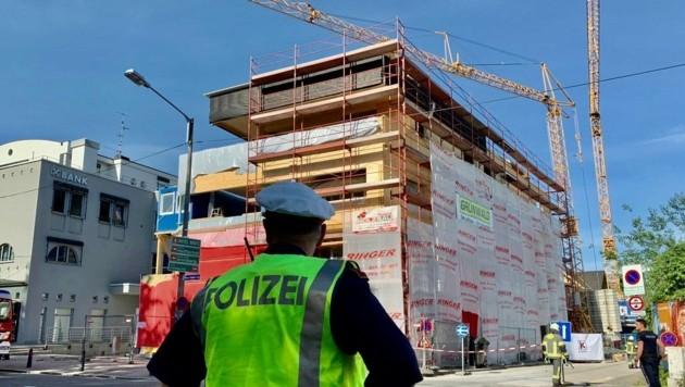 Auf der Baustelle an der Vogelweiderstraße geriet der Baukran in Schieflage. (Bild: Markus Tschepp)