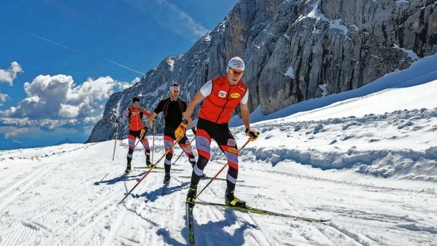 Endlich wieder auf Schnee! Für die Kombinierer Martin Fritz (vorne) & Co. ging es beim Trainingslager in der Steiermark auf den Gletscher. (Bild: EXPA Pictures. Alle Rechte vorbehalten. // EXPA Pictures. All rigths reserved.)