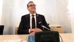 Ex-Vizekanzler Heinz-Christian Strache vor dem U-Ausschuss zum Ibiza-Skandal (Bild: APA/Helmut Fohringer)