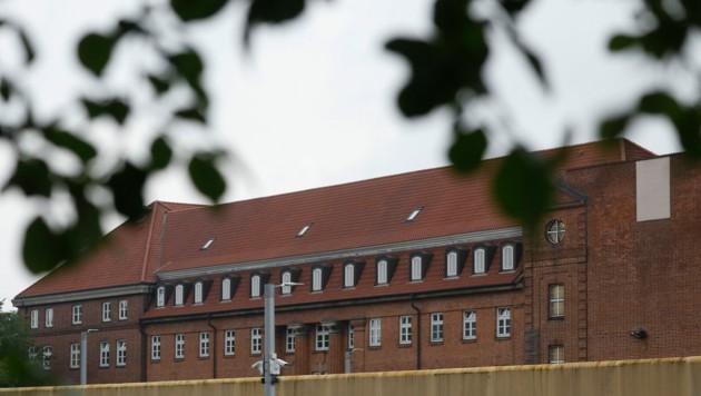 Der 43-jährige Verdächtige im Fall Maddie sitzt derzeit in Kiel eine alte Haftstrafe ab, die das Amtsgericht Niebüll bereits 2011 gegen ihn verhängt hatte. (Bild: AFP/Morris Mac Matzen)
