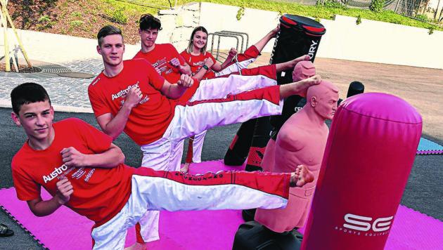 Kickboxer trainieren nun auf dem Dorfplatz in St. Egyden (Bild: Sobe Hermann)