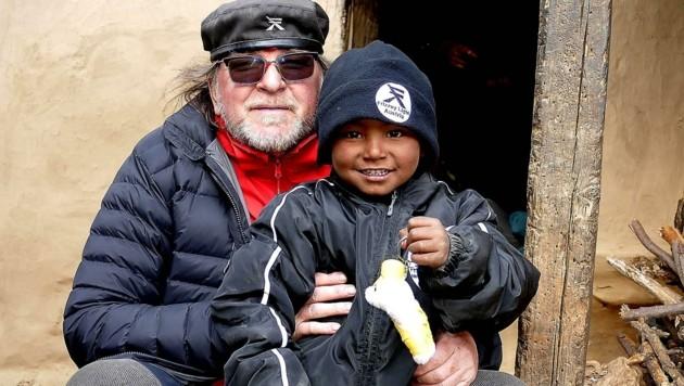 Die Kinder, die zum ersten Mal ein Geschenk bekamen, strahlten übers ganze Gesicht. (Bild: Frizzey Light)