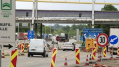 Kontrolle oder nicht? Bei Reisen über die Landesgrenze herrschte teilweise Unklarheit. (Bild: APA/ERWIN SCHERIAU)