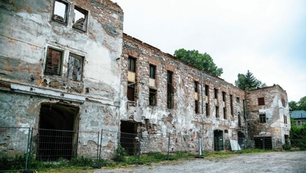 Die Ruine in Guggenthal stört die Salzburger und ist damit ein echter heimischer Schandfleck. (Bild: ANDREAS TROESTER)