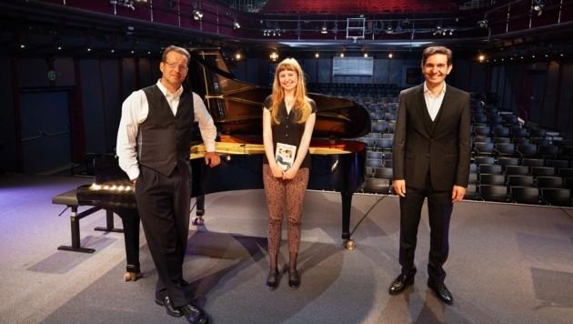Irene Diwiak, Christian Schmidt und Klemens Sander auf der Art Steiermark Kulturbühne. (Bild: Schilhan/ORF)