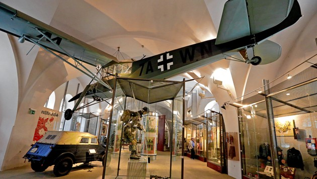 """Kritisiert: Exponate aus den Weltkriegen, vor allem die Ausstellung """"Republik und Diktatur"""" (Bild: Klemens Groh)"""