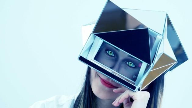 Jiabao Li macht mit Helmen deutlich, dass digitale Medien unsere Wahrnehmung verändern (Bild: Jiabao Li)