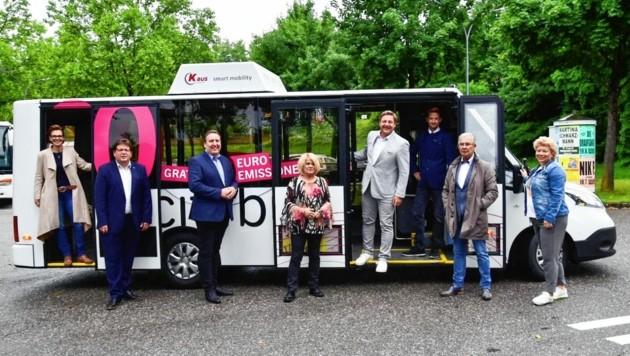 Der Villacher Stadtsenat war bereits mit dem neuen strombetriebenen Citybus in der Innenstadt unterwegs. (Bild: Stadt Villach/Wernig)