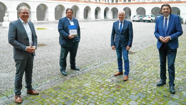 Nationalrat Josef Muchitsch mit den steirischen SP-Bürgermeistern Osprian, Leitenberger und Wallner (v. li.). (Bild: Sepp Pail)
