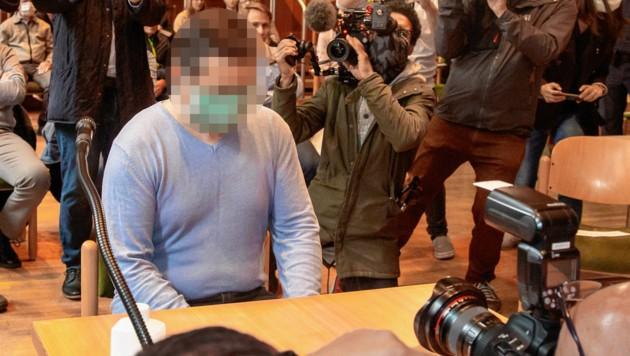 Fernfahrer Catalin C. beim Prozess am Dienstag in Innsbruck, er stritt die Tat vehement ab. (Bild: Christian Forcher)