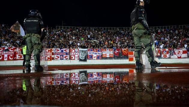 Die Polizisten hielten den Abstand ein. (Bild: AFP/Oliver Buncic)