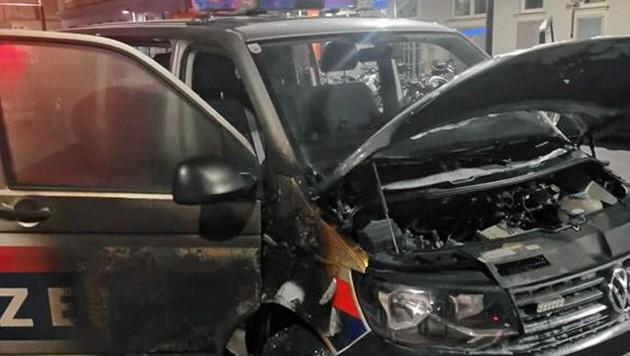 Mistkübel und Polizeifahrzeuge wurden in Brand gesteckt und verunstaltet. (Bild: zVg)