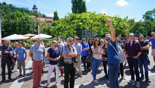 David Zottler bei der Führung am Mariahilferplatz (Bild: Pail Sepp)