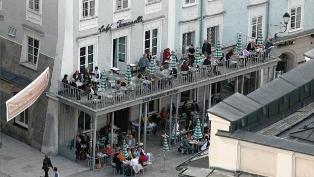 Am Alten Markt in der Salzburger Altstadt sorgte ein Paket für Aufregung - ein Sprengstoffkommando gab Entwarnung (Bild: Andreas Tröster)