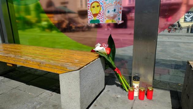 Stilles Gedenken an den Familienvater am Tatort (Bild: Horst Einöder/ Flashpictures)
