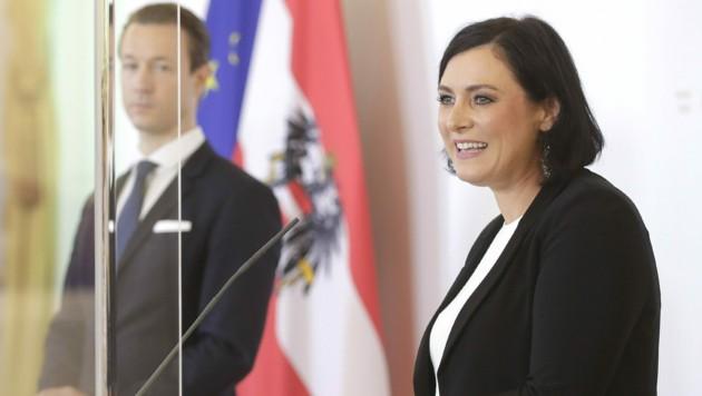 Tourismusministerin Elisabeth Köstinger und Finanzminister Gernot Blümel (beide ÖVP) (Bild: BUNDESKANZLERAMT/REGINA AIGNER)