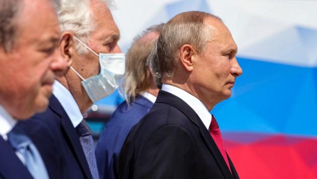 """Der russische Präsident Wladimir Putin bei der Ehrung für die """"russischen Helden der Arbeit"""" auf dem Poklonnaya-Hügel"""