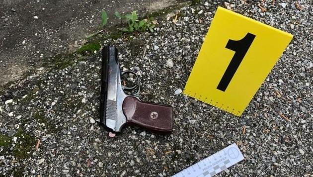 Die Waffe, mit der Ernst B. seine Freundin und sich selbst tötete, nachdem er seine Ehefrau erschlagen hatte. (Bild: www.ilgazzettino.it/Polizei Italien)