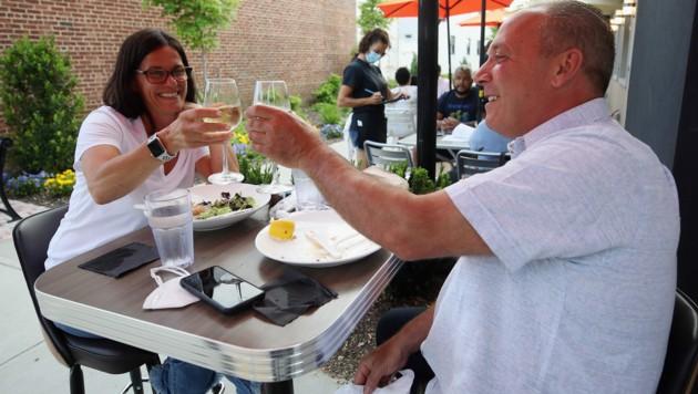 Gäste in einem Restaurant auf Long Island (Bild: AFP)