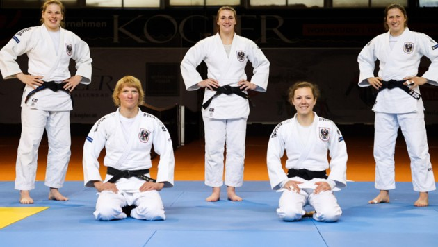 Lisa Dengg, Sabrina Filzmoser, Bernadette Graf, Michaela Polleres und Magdalena Krssakova (Bild: GEPA pictures)