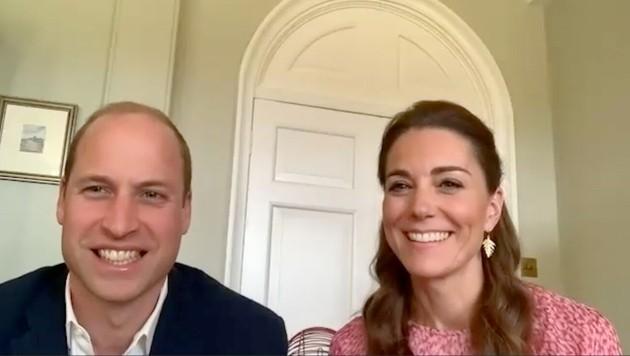 Herzogin Kate glänzt neben Prinz William in einem Videochat mit Ohrhängern in Form eines Blattes. (Bild: ROTA / Camera Press / picturedesk.com)