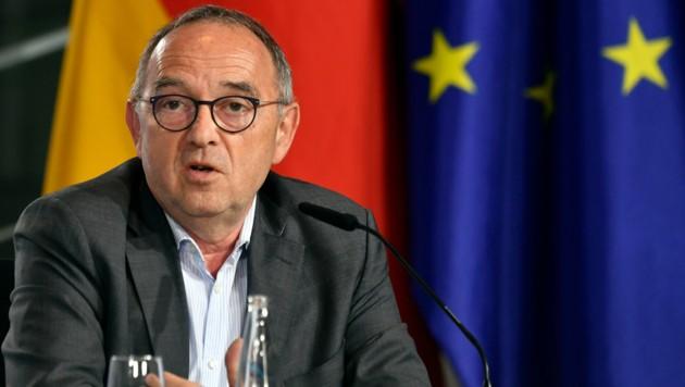"""Der SPD-Parteivorsitzende Norbert Walter-Borjans ist """"verstimmt"""" über den geplanten US-Truppenabzug aus Deutschland."""
