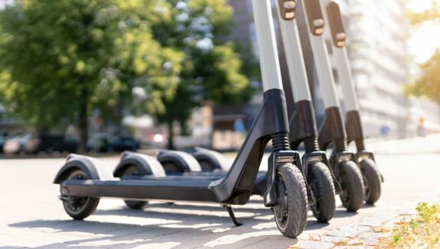 Die Fahrt mit einem E-Scooter kann schmerzhaft enden (Bild: terovesalainen/stock.adobe.com)