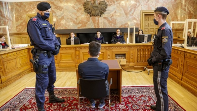 Der Afghane bestritt am Dienstag vor Gericht den Mord. (Bild: Tschepp Markus)