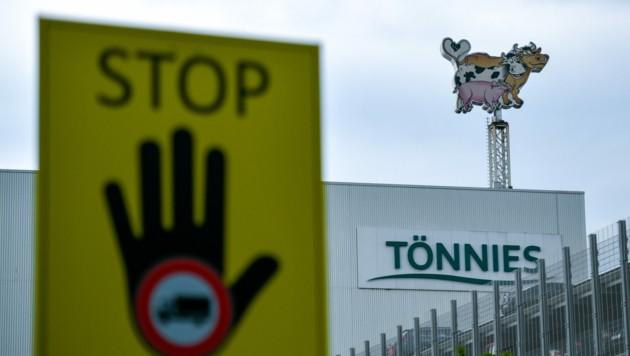 Die Zentrale des Fleischkonzerns Tönnies in Rheda-Wiedenbrück (Bild: APA/AFP/SASCHA SCHUERMANN)