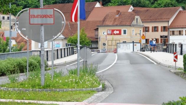 Unweit des Grenzübergangs in Bad Radkersburg fand die Aktion scharf der Polizei statt. (Bild: Christian Jauschowetz)