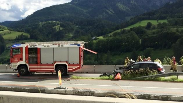 Auf der A10 bei Pfarrwerfen geriet der Motorraum eines Pkws in Vollbrand. Verletzt wurde niemand. (Bild: Susi Berger/camerasuspicta)