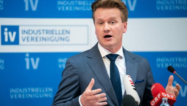 IV-Präsident Georg Knill spricht sich gegen neue Steuern aus und will die Lohnnebenkosten senken. (Bild: APA/GEORG HOCHMUTH)