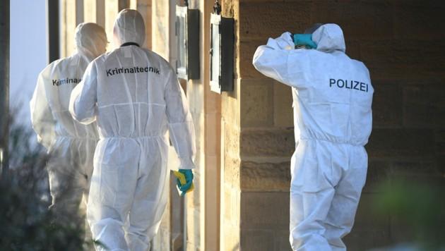 Symbolfoto: Die Spurensicherung der deutschen Polizei im Einsatz (Bild: APA/dpa/Sebastian Gollnow)
