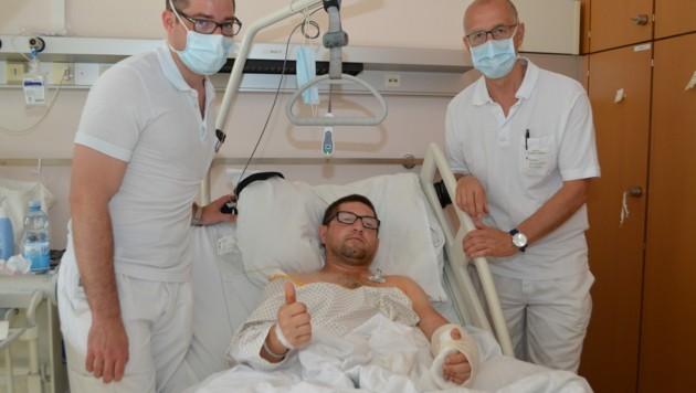 Bauarbeiter Mateusz W. (34) mit den beiden KUK-Ärzten Michael Pollak (li.) und Andreas Kastner (Bild: KUK)