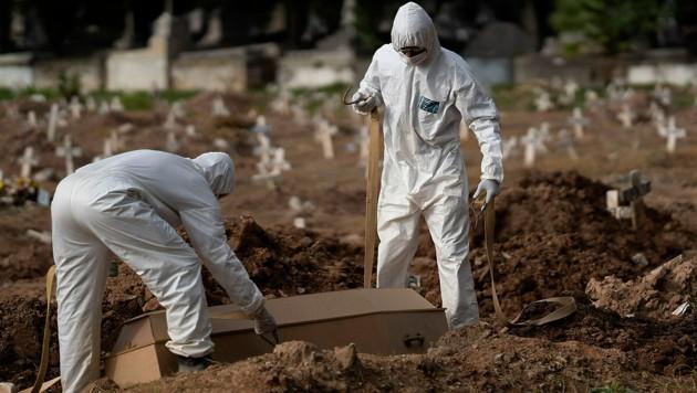 Beisetzung eines Corona-Toten in Brasilien (Bild: AP)