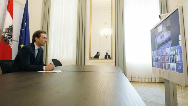 Bundeskanzler Kurz (ÖVP) beim virtuellen EU-Gipfel (Bild: APA/BKA/DRAGAN TATIC)