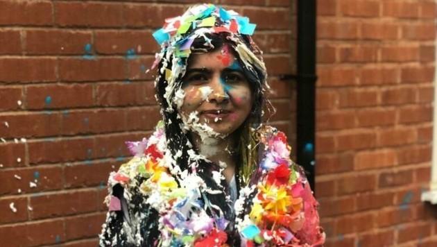 Das muss eine ausgelassene Party gewesen sein. Mit Konfetti und Schaum beschmiert, feierte Nobelpreisträgerin Malala ihren Uni-Abschluss in Oxford. (Bild: twitter.com/malala)