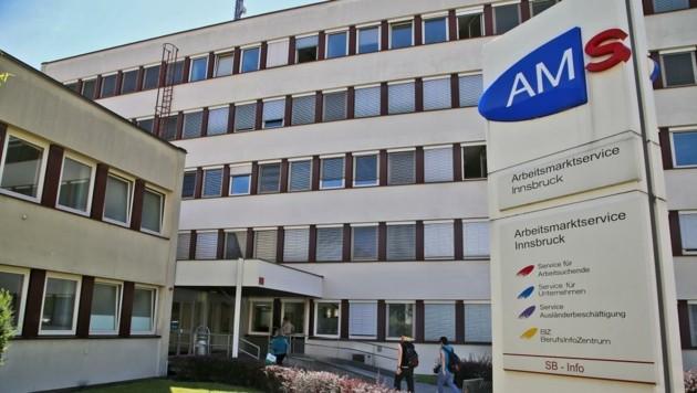 Für Sabine Platzer-Werlberger, Vize-Geschäftsführerin beim AMS Tirol, ist die überbetriebliche Lehre wichtiger denn je. (Bild: Christof Birbaumer)
