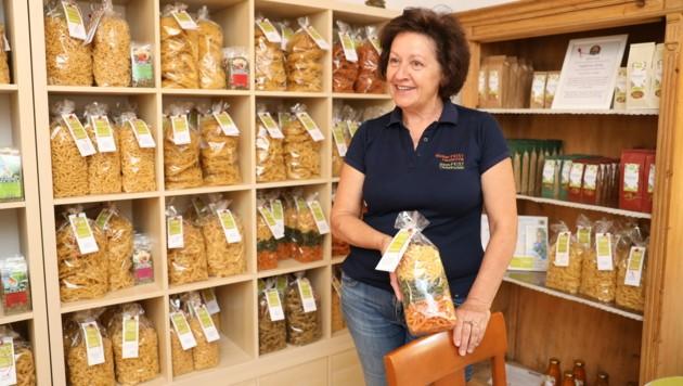 So sieht wahre Leidenschaft aus: Susanne Feist steckt in ihr Produkt seit mehr als zehn Jahren sehr viel Sorgfalt und Herzblut - und das schmeckt man auch! (Bild: Maurice Shourot)