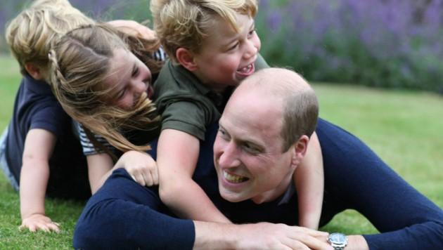 Prinz William mit seinen Kindern George, Charlotte und Louis (Bild: APA/Catherine, The Duchess of Cambridge via AP)
