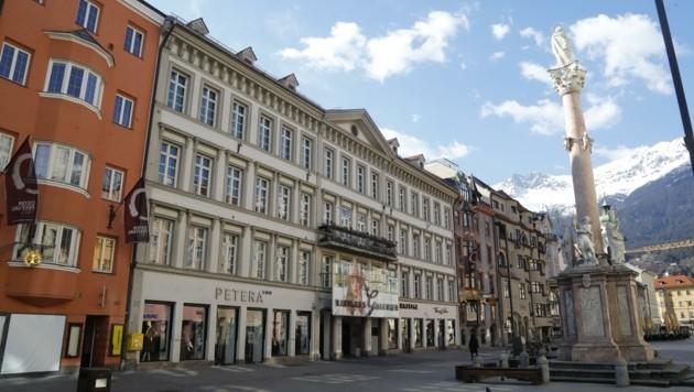 Weil sie aus Ischgl kam, konnte eine Frau in Innsbruck wochenlang keine Wohnung finden. Aus dem Rathaus riet man ihr, in ein Obdachlosenheim zu gehen. (Bild: Birbaumer Christof)