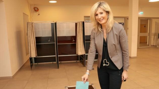Am 13. März (vorgezogener Wahltag) wurde noch ohne Schutzmaske gewählt (Bild: Christian Jauschowetz)