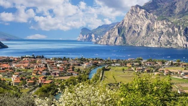 Nahe des Gardasees hatte der 54-Jährige ein Domizil. Als er heim nach Tirol fuhr, klickten die Handschellen. (Bild: Honorar)