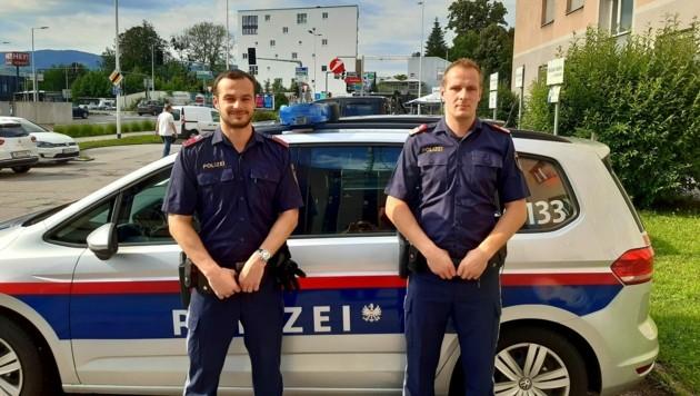 Die Lebensretter in Uniform: Christoph W. und Vinzenz G. (Bild: Polizei OÖ)