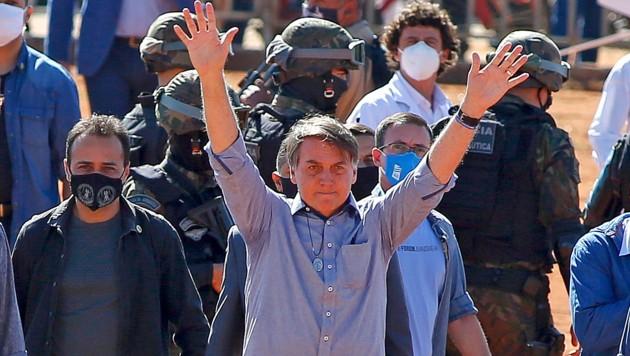 Brasiliens Präsident Jair Bolsonaro bei der Eröffnung eines Spitals im Bundesstaat Goias (Bild: APA/AFP/Sergio LIMA)