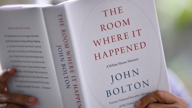 Boltons Enthüllungsbuch sorgt für großen Wirbel in den USA und führte bereits binnen kürzester Zeit die Bestsellerliste an. (Bild: APA/AFP/Chris DELMAS)